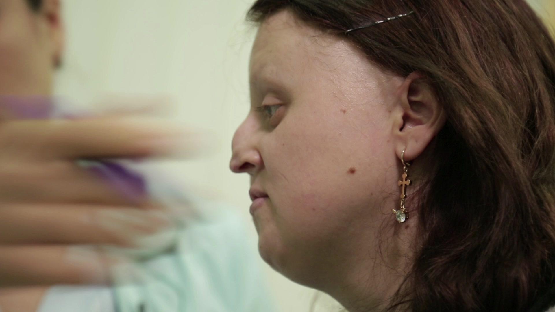 Консультация. Юлия впервые увидит, как она будет выглядеть после операции